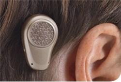 Das Ponto ist Funktionsbereit am Ohr, es sind keine Kabel notwendig.
