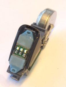 Nach der Reinigung von einem Audéo Yes IX - die Mikrofonöffnungen sind frei.