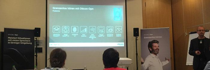 In Hannover konnten wir die Funktionen vom Oticon Opn kennenlernen.